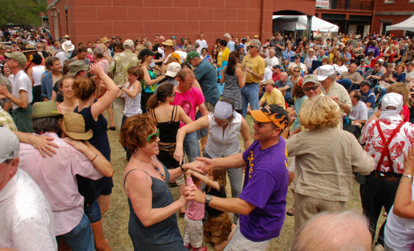 Dancing_by_the_Old_Mint_at_French_Quarter_Fest